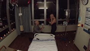 Chłopak oświadczył się swojej dziewczynie ostatniego dnia jej chemioterapii. Tru