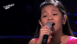 Dziewczynka zaczęła śpiewać, a wszyscy wpadli w trans... My też!