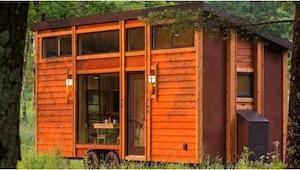 W środku ten malutki, drewniany domek skrywa niesamowitą niespodziankę! Jest...