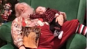 Większość dzieci szaleje widząc Świętego Mikołaja, ale temu małemu nic nie przes
