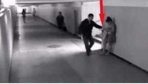 Mężczyzna chciał okraść młodą dziewczynę. 14 sekund później stało się TO!