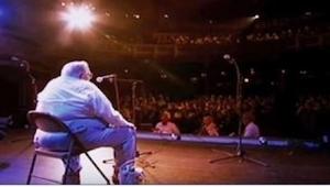 80-letni Fred Knittle śpiewa znaną piosenkę zespołu Coldpay. I to w jaki sposób!