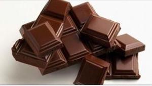 Nigdy więcej cytryny i miodu! Najlepszym lekarstwem na kaszel jest... czekolada!