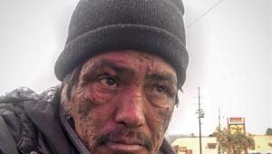 Zapytała tego mężczyznę, dlaczego jest bezdomny. Jego odpowiedź trafia prosto w