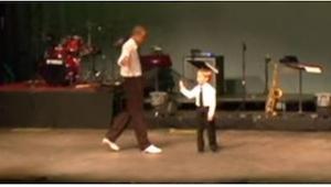 Profesjonalny tancerz zaprosił na scenę 7-latka... Takiego rozwoju sytuacji nikt