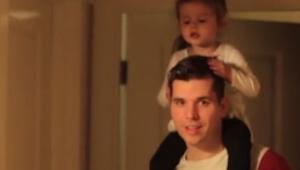 Tata poprosił córkę by zaśpiewała przed kamerą. Jej reakcja? To jest hit interne