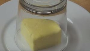 Wyjął masło prosto z lodówki, kilka minut później mógł je idealnie rozsmarować!