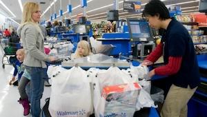 To jak manager sklepu potraktował ubogą kobietę sprawiło że kasjer miał łzy w oc