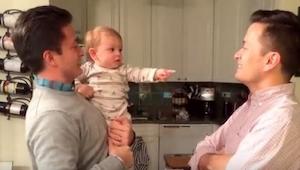 Reakcja dziecka na widok brata bliźniaka taty jest bardzo urocza!