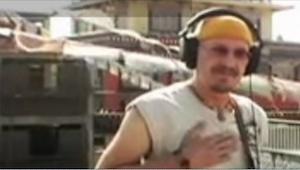 Ten mężczyzna zaczął wykonywać piosenkę znaną na całym świecie. Tylko zobaczcie,