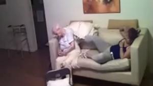 Córka umieściła ukrytą kamerę i zobaczyła co opiekunka wyprawia z jej mamą chorą