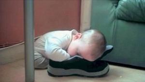 14 genialnych zdjęć śpiących dzieci. Numer 3 przyprawił mnie o atak śmiechu! :)