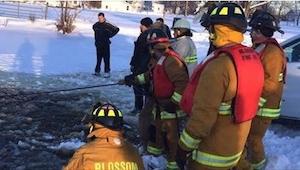 30 strażaków ruszyło biegiem do zamarzniętego jeziora. Tego, co tam zobaczyli, n