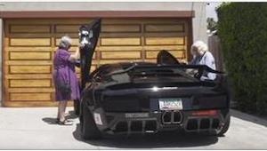 Co się stanie, gdy do Lamborghini wsiądą dwie... babcie? Musicie to zobaczyć!