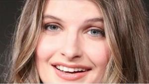 Wygląda na szczęśliwą, młodą kobietę, ale to, co spotkało ją w wieku 13 lat, jes