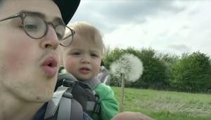 Zobaczcie reakcję dziecka, gdy jego ojciec dmuchnie. Bezcenne!