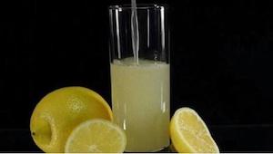 Wystarczy dodać jeden składnik do wody z cytryną, by zwalczyć uciążliwy ból głow