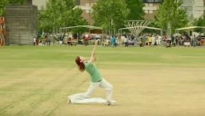 Dziewczyna zaczęła tańczyć na środku parku, to co stało się chwilę później jest