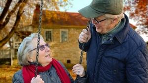 Starszy mężczyzna narzekał swojej żonie na to co posiada. Jej riposta jest GENIA