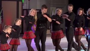 12 osób ustawiło się na scenie, gdy zaczęli tańczyć? Coś niesamowitego!