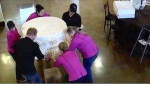 Panna młoda zażyczyła sobie tort ważący... 360 kilogramów! Zobaczcie, co zrobili