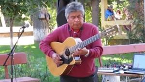 Uliczny gitarzysta sprawi że będziesz mieć ciarki na plecach. Fragment od 1:26 j