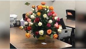 Gdy dostała bukiet kwiatów i odczytała liścik, zaczęła płakać... Ja też nie dała