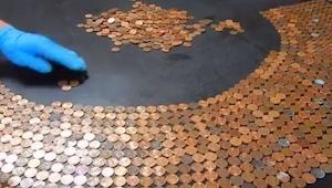 Wyłożył cały stół monetami, to co otrzymał jest naprawdę świetne!