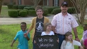 Para adoptowała trójkę dzieci. Gdy ich sąsiad dowiedział się o TYM, postanowił i