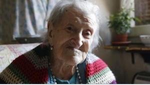 To ostatnia, żyjąca osoba urodzona przed 1900 rokiem! Nie zgadniecie, w czym tkw