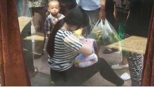 26-latka znalazła niemowlę porzucone w kartonowym pudełku. To, co zrobiła chwilę