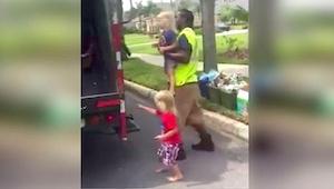 Ich mama zobaczyła że pracownik firmy wywożącej śmieci zrobił z jej dzieciakami