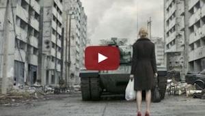 Powód dla którego ta kobieta zatrzymała czołg jest piękny!