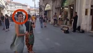 To, co zrobiła widoczna na zdjęciu dziewczyna, wszystkich zaskoczyło! Ja bym się