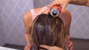 Wzięła puszkę Coli i wylała ją na włosy! Powód dla którego to zrobiła jest genia