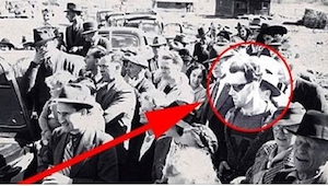 Co na zdjęciu z 1940 roku robi ktoś TAK ubrany?! Zobaczcie inne tajemnicze zdjęc