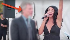 Gdy szedł na wesele nie spodziewał się, że każą mu śpiewać! Nic dziwnego, bo jes