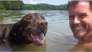 Nie spodziewał się niczego złego głaszcząc swojego psa, ale gdy nagle wyczuł TO