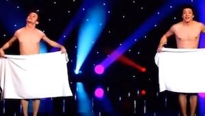 Gdy na scenie pojawili się dwaj przystojniacy ubrani tylko w ręczniki sala oszal