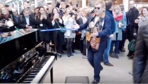 Gdy na londyńskim peronie pojawił się ON we własnej osobie, tłum ludzi nie wierz