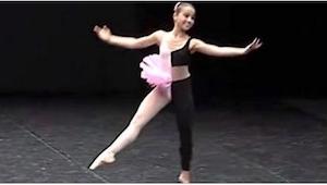 Gdy pojawiła się na scenie, wszystkich zaskoczył jej dziwaczny strój, ale po chw