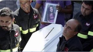 Gdy strażak wziął na ręce 9-latkę, już nie żyła, ale pod jej ciałem odkrył coś p