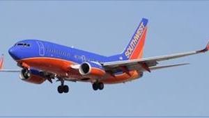 Gdy pasażerka dowiaduje się, dlaczego pilot każe jej natychmiast opuścić pokład
