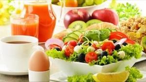 Przygotuj sałatkę, która pomoże Ci zrzucić zbędne kilogramy i przy okazji będzie