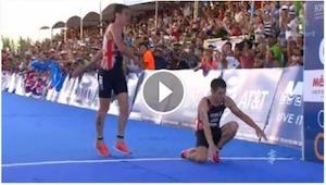 W czasie finału triathlonu doszło do najbardziej emocjonującej sceny, jaką świat