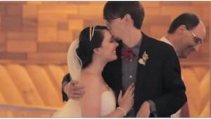 Gdy przyszła pora na tańce, czule pocałował żonę i... podszedł do innej kobiety.