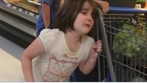 Kobieta usłyszała w supermarkecie krzyk dziewczynki. To, co zobaczyła, przeraził