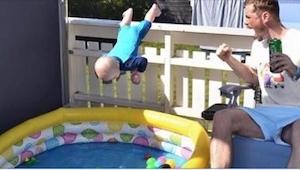 To, co robi ten szwedzki ojciec ze swoim synkiem, wzbudza skrajne emocje!