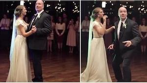 Ojciec zaczął tańczyć ze swoją córką typowy taniec na weselu, ale już po chwili