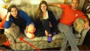 Studenci kupili używaną sofę. To, co odkryli w środku, mogło zupełnie zmienić ic